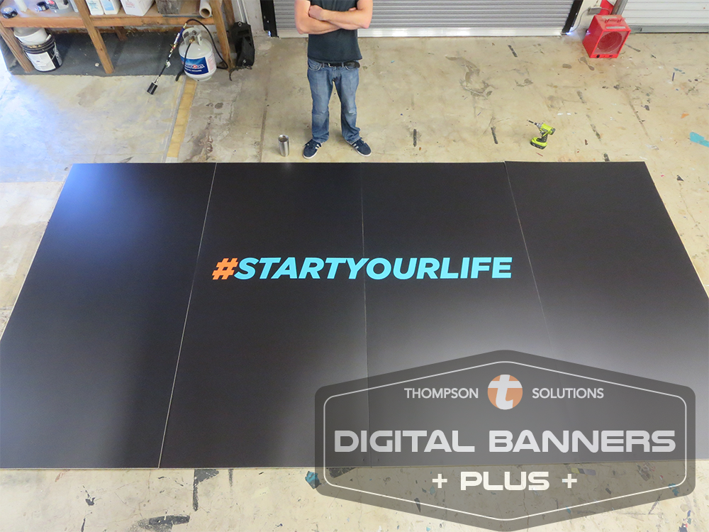Digital Banners Plus can make temporary walls made of PVC for advertising